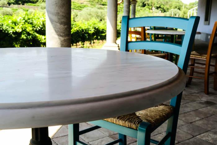 Tavolo in bianco Carrara